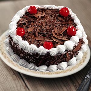Round Black forest cake   to Kakinada