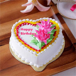 1kg Heart Shaped  cake to Kakinada