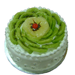 Order this cake for your friend's birthday party or to celebrate an anniversary. This 1 kg, exotic kiwi cake