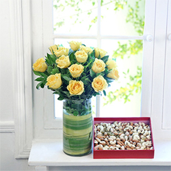Yellow roses vase  to kakinada