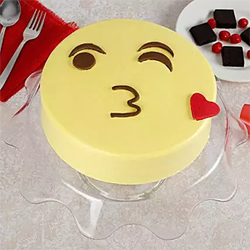 Cute Kiss Emoji cake  to Kakinada