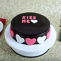 Kiss Me Valentine Cake 1kg