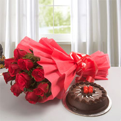 Send a classic expression of love and affection to your dear ones with this gift 1/2kg chocolate cake + 12 red roses bunch